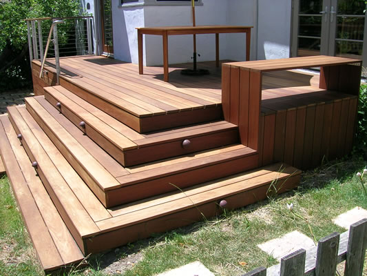 Simple landscape landscaping around deck stairs for Box steps deck